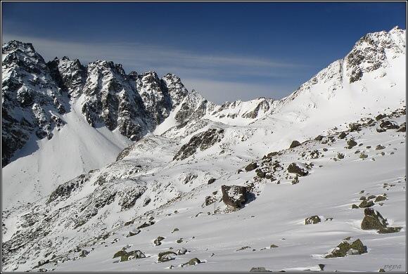 Vysoké Tatry. V Mengušovské dolině. Hřeben Bašt