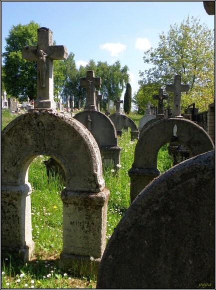Podivné náhrobky na dobrovodském hřbitově