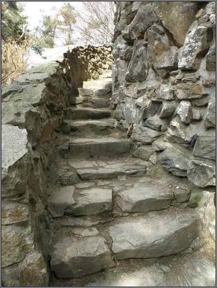 Rozhledna na Krásenském vrchu. Spirálovité schodiště