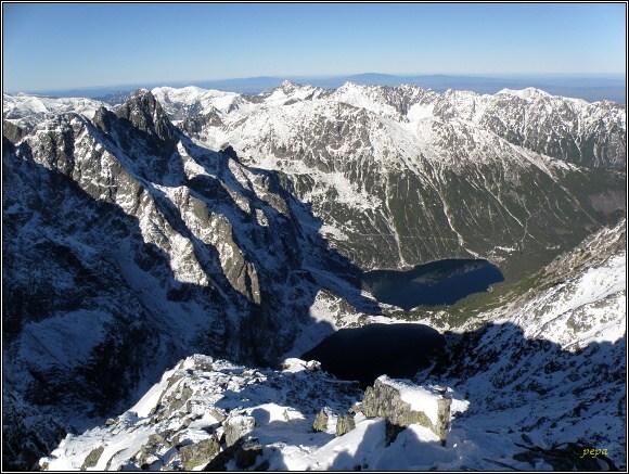 Vysoké Tatry. Rysy, pohled na Mengušovské štíty a do Doliny Rybiego potoku