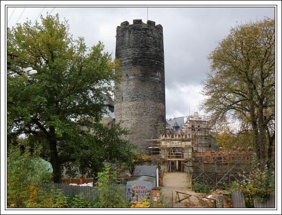 Hrad ve Starém Hrozňatově (2009)