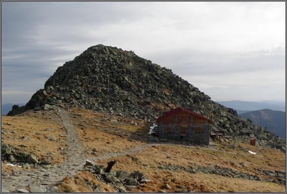 Nízké Tatry. Kamenná chata pod Chopkom