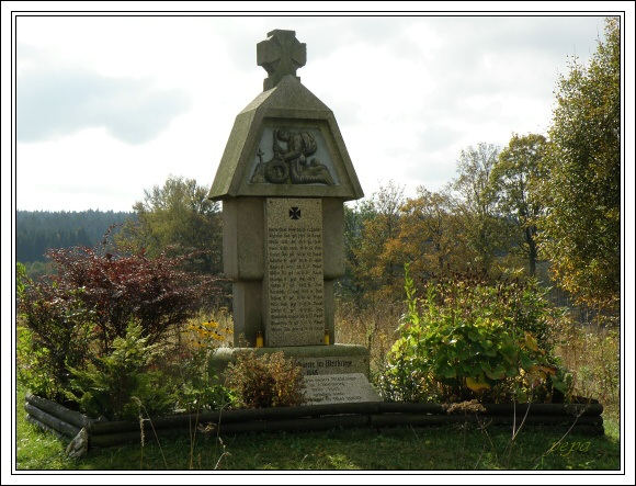 Válečný pomník v bývalém Újezdu