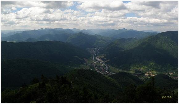 Šípska Fatra. Pohled ze Šípu na Velkou Fatru - Lubochnianskou dolinu