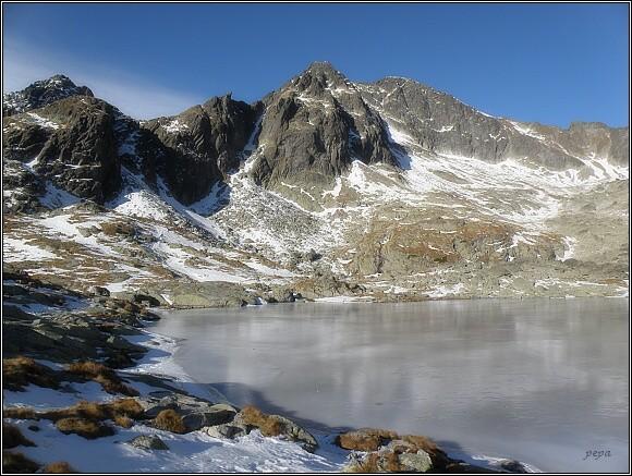 Malá Studená dolina. Zleva Široká veža, Pfinova kopa, Ľadové štíty