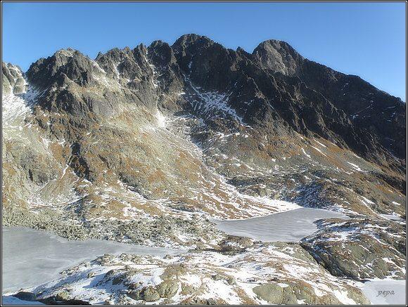 Malá Studená dolina. Zprava Lomnický štít, Pyšné štíty a Spišský štít