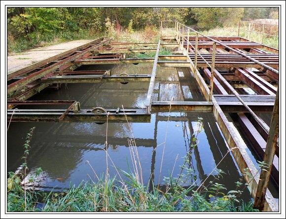 Zbytky ženijního zátarasu na řece Odravě
