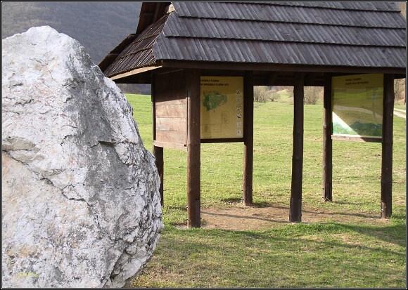 Muránska planina. Symbolický základní kámen Národního parku Muránska planina