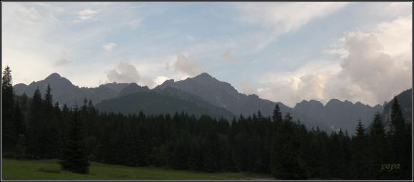 Vysoké Tatry. Javorové štíty, Ľadový štít, Baranie rohy a Kolový štít z ústí Javorové doliny