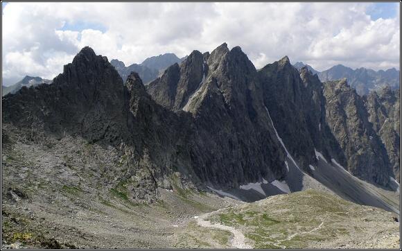 Vysoké Tatry. Javorová dolina (Ostrý štít a Javorové štíty) ze Sedielka