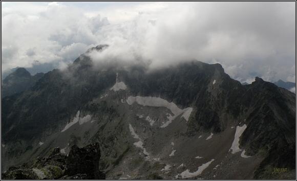 Vysoké Tatry. Baranie rohy, pohled na Snehový štít a Ľadové štíty
