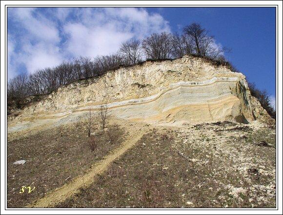 Vrstvy sedimentů na Malém Chlumu
