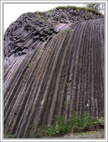 Cerová vrchovina, Šomoška, Kamenný vodopád