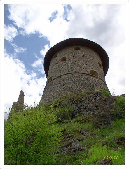 Cerová vrchovina, Hrad Šomoška
