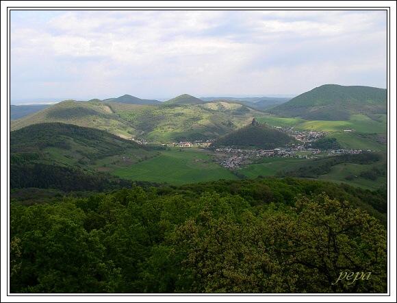 Cerová vrchovina. Pohled z vrcholu Tilič