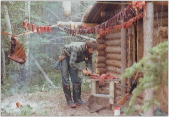 Jimův srub na Teslinu. Sušeni masa a ryb