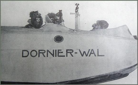 Posádka N 24. Zleva Omdal, Dietrichson, Ellsworth