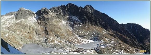 Pohled z Priečneho sedla přes Malú Studenú dolinu. Zleva Baranie rohy, Pyšný štít, Lomnický štít