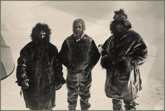 Posádka N 25. Zleva Feucht, Amundsen a Riiser-Larsen