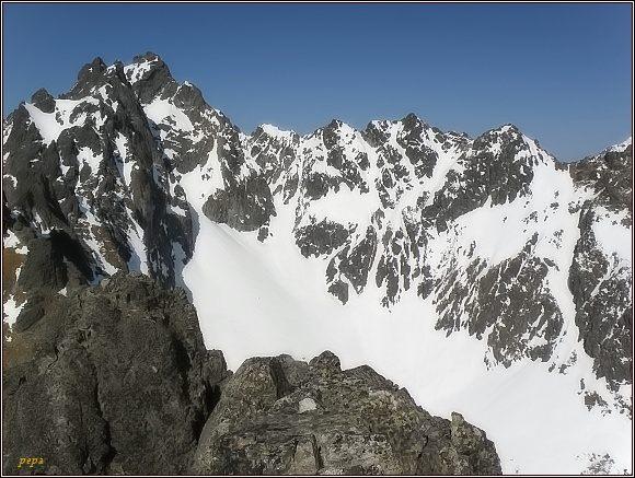 Závěr Slavkovskej doliny z Dvojitej veže (vlevo v pozadí Bradavica)