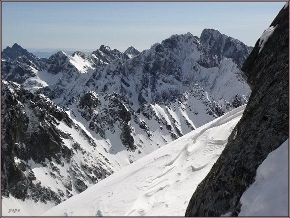 Vysoké Tatry ze Štrbiny ve Vysoké. Vpravo Gerlachovský štít