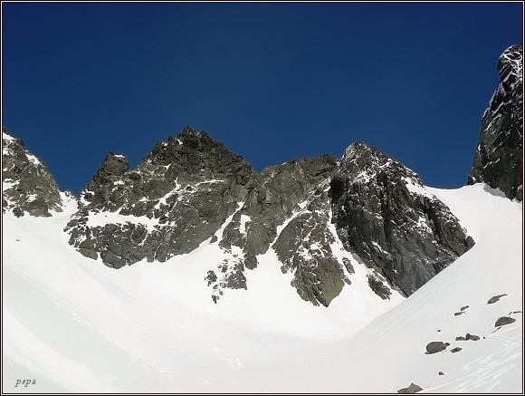 Zlomisková dolina. Zleva Západní Železná brána, Sněžné kopy, Východní Železná brána