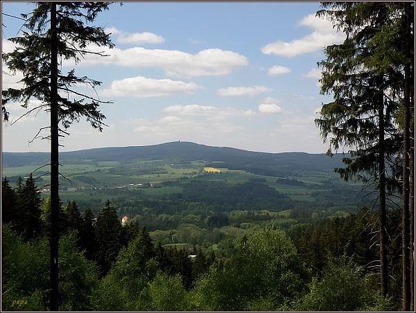 Pohled od hradu Kynžvart k Dyleni