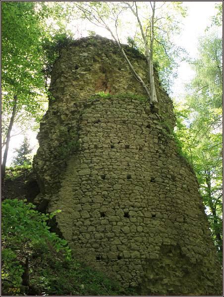 Zřícenina hradu Kynžvart. Torzo věže