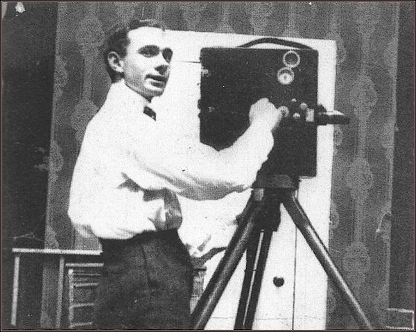 Wilkins jako kameraman (asi 1911) (Nr. 1)