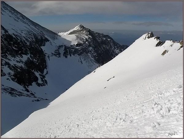 Pohled od Západnej Železnej brány: Dolina Zlomísk, Lúčne sedlo, Tupá, vpravo Kozia stráž