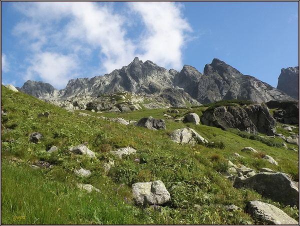 Dolina Zlomísk. Zleva Ganek, Rumanov štít, uprostřed Zlobivá