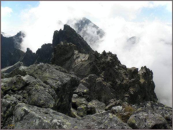 Jihovýchodní vrchol Rumanova štítu, za ním Zlobivá