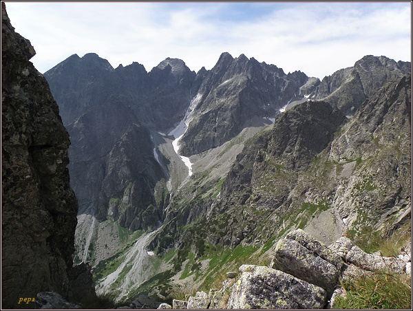 Kežmarské štíty (vlevo), Lomnický štít, Pyšné štíty a Baranie rohy z Prednej Kozej štrbiny