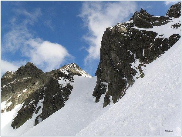 Východný Železný štít (vpravo), Východná Železná brána, Snežné kopy