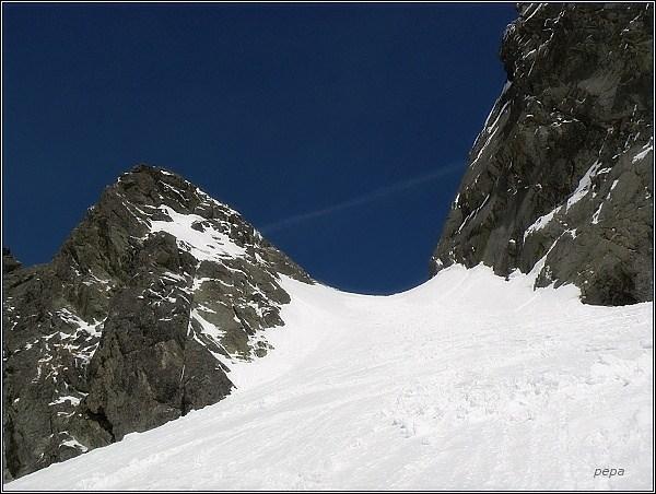Východná Železná brána, vlevo Hrubá Snežná kopa