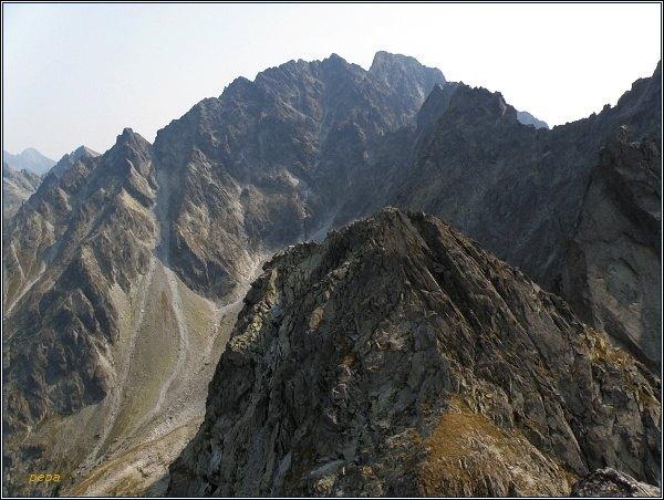 Prostredná Snežná kopa. Pohled na Hrubú Snežnú kopu, Kačací štít a masív Gerlachu