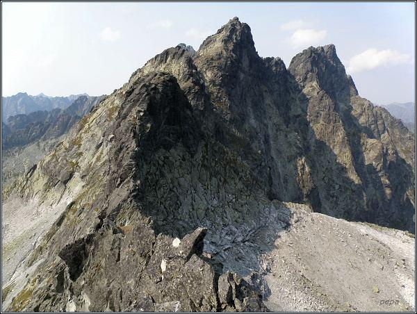 Prostredná Snežná kopa (v popředí), Západný Železný štít, Zlobivá, Rumanov štít a Ganek z Hr. Sn. kopy