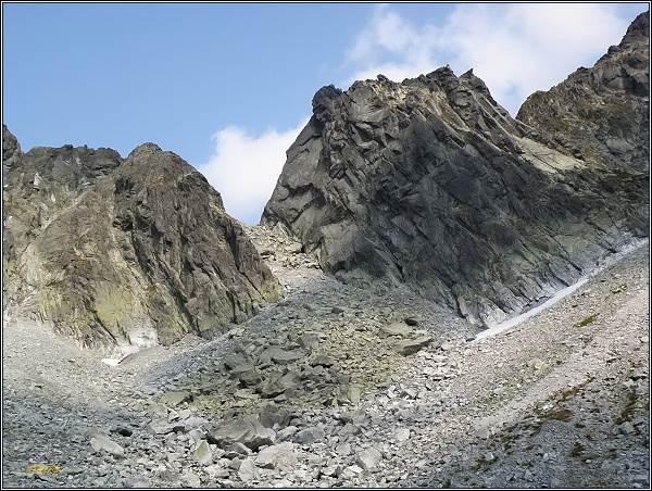 Východný Železný štít. Uprostřed Východná Železná brána, nalevo Hrubá Snežná kopa
