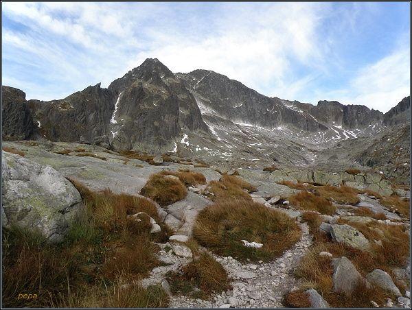 Malá Studená dolina. Malý Ľadový štít a Ľadový štít (uprostřed)