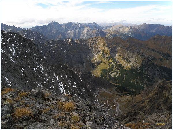 Vysoké Tatry z Ľadovej priehyby. V pozadí Koruna Vysokej