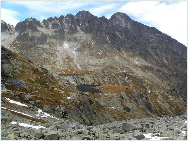 Malá Studená dolina z Dolinky pod Sedielkom. Uprostřed Pyšný štít, vpravo Lomnický štít