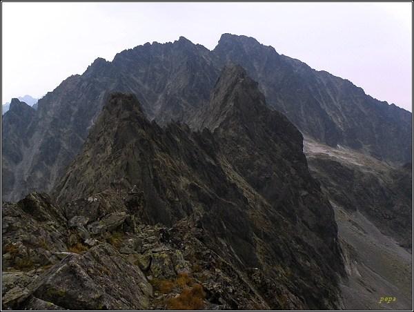 Kačací a Batizovský štít z Popradského Ľadového štítu. V pozadí Gerlach
