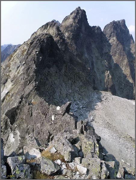 K Prostrednej Snežnej kope vede ostrý exponovaný hřeben