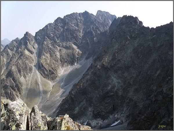 Kačacia dolina z Hrubej Sneznej kopy, v pozadí masív Gerlachovského štítu