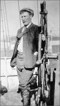 Robert Bartlett jako kormidelník na palubě Roosevelta