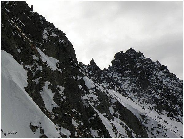 Drúk (uprostřed) nad Dolinou Zlomísk