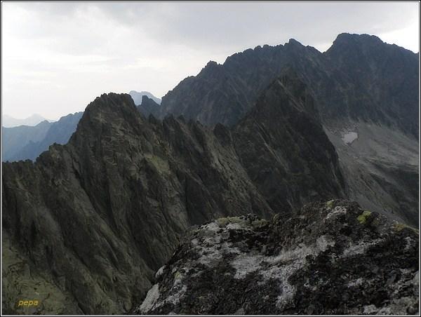 Drúk. Pohled na Kačací (vlevo) a Batizovský štít. V pozadí Gerlach