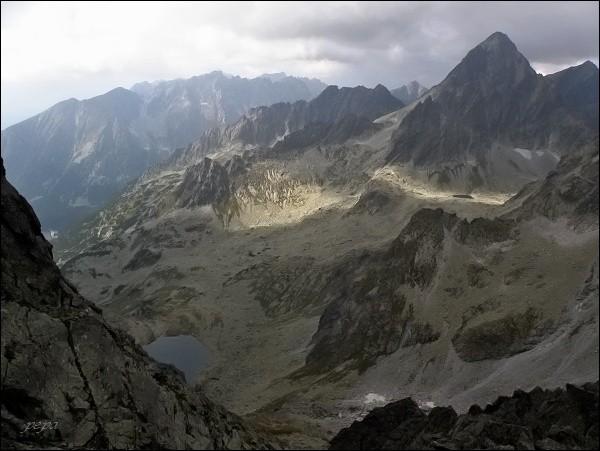 Dolina Zlomísk z Drúku. Vpravo Vysoká