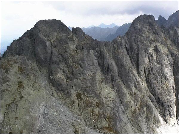 Drúk. Pohled na Popradský Ľadový štít (vlevo) a Kačací štít