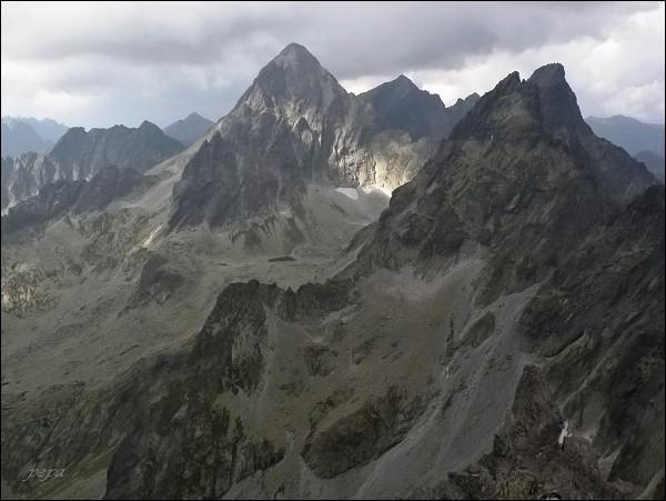 Drúk. Pohled k Rumanovej doline. Uprostřed Vysoká, vpravo  Zlobivá a Ganek